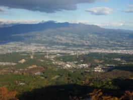 ときめきデッキから眺める渋川市と赤城山の山容
