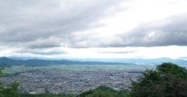 山形市街と背景に山々が見える眺望は爽快そのものだ