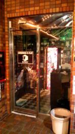 昔ながらのライブハウスの雰囲気が漂う入口