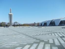 オリンピック記念塔と中央広場