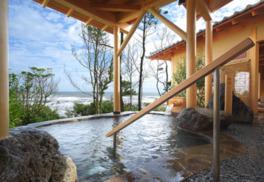 日帰り入浴だけでなく、露天風呂つき個室に宿泊もできる
