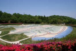 福島県の地形を3000分の1に縮小してかたどった福島広場