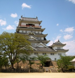 福山城公園は桜の名所としても有名