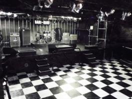 音響、照明設備とも充実のライブハウス
