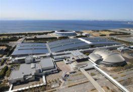 国際展示場、ドーム型の幕張イベントホール、国際会議場の3施設で構成