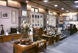 日本を代表する画家や彫刻家の作品を常時300点以上展示