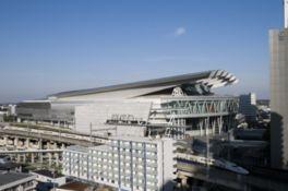 アリーナモードやスタジアムモードなど、イベントにより会場の形が変わる
