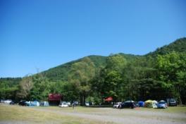 川沿いの自然を満喫できるキャンプサイト