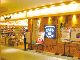 栃木の名産品の数々ののぼりが目印