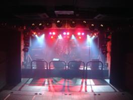 巧みな照明でステージのアーティストがより一層映える