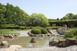 水辺もある都会のオアシス的な公園