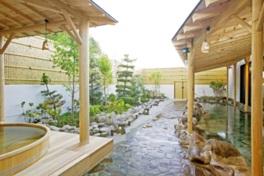 檜の匂いが芳しい露天風呂