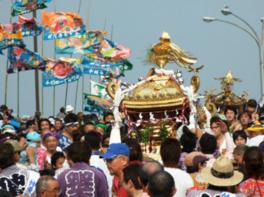 3万人を超す見物客が訪れる羽田まつりを開催