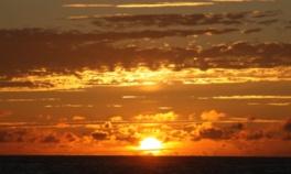 美しい夕日が堪能できるビーチ
