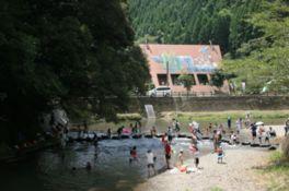 大川原峡キャンプ場に流れる河川