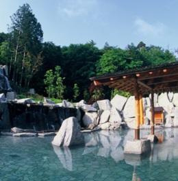 約1500平方メートルもの広大な露天風呂が人気