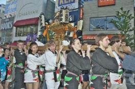 14歳以上の外国籍を有する人が参加する国際親善神輿