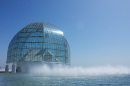 地上30.7mにもなる大きなガラスドーム
