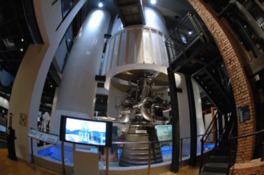 H-IIロケットのメインエンジンLE-7を展示