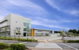 建物は太陽光発電や雨水利用など環境にも配慮している