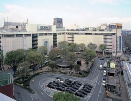 浦和駅西口を出てすぐと、アクセスも便利
