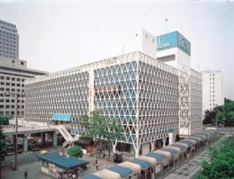 大阪のベッドタウンにある百貨店だ