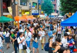 主催者も「混雑度200%です」と語るほど毎年多くの人で賑わう