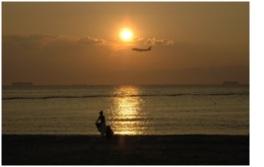 沈む夕日がきれいなスポットとしても有名なビーチ