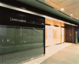 5Fにある美術館の入口。展示室は4Fと5Fにまたがっている