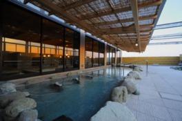 開放感あふれる大浴場露天風呂