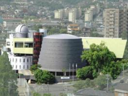 4階には大型の望遠鏡が設置された天文台がある
