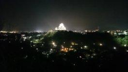 ライトアップした姫路城を望める