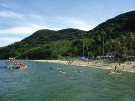 大自然の中にある広々とした美しいビーチ