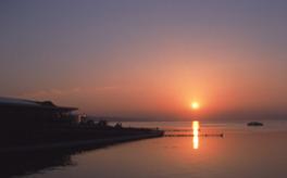 岸公園から眺める宍道湖に沈む夕日