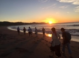 サンセット砂浜裸足ウォーク&カニ網ブイヤベース