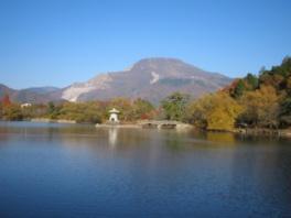 三島神社から見た秋の伊吹山