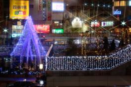 約10万球のLEDで装飾される三ノ宮駅