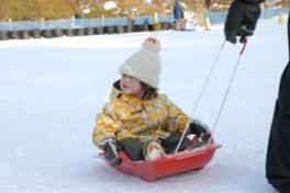 雪上大運動会「親子で挑戦!ソリ競争」