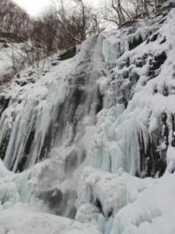 氷瀑の「玉簾の滝」ライトアップ