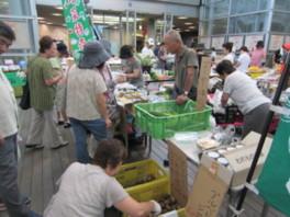 けやきひろばファーマーズマーケット(4月)