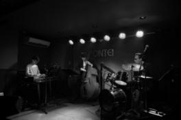 Jazz Live Dr)小畑孝廣Trio+Vo)伊藤綾