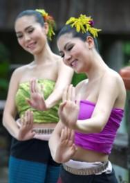特別公演タイ王立舞踊団関連イベント 私も踊りタイ!タイ舞踊体験教室
