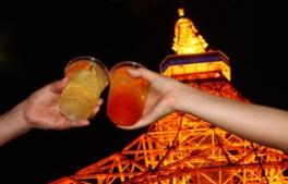 ライトアップされた東京タワーを楽しみつつハイボールでほろ酔い気分