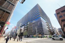 中央通りに面した超大型商業施設