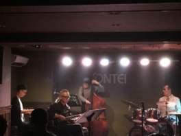 Jazz Live Dr)小畑孝廣Quartet+Vo)伊藤綾