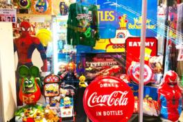 様々な年代のフィギュアなどを展示しており大人も子供も楽しめる ※展示品の販売は不可