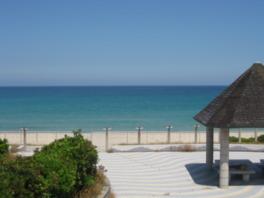 世代問わず楽しめる白浜の美しい海水浴場