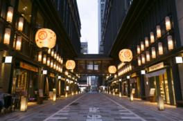 「金魚大提灯」は、アートアクアリウムアーティストの木村英智氏がデザインを監修