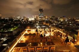 新宿の夜景と共にお酒を楽しもう