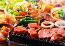 BBQでは牛、豚、鶏3種の肉が味わえる